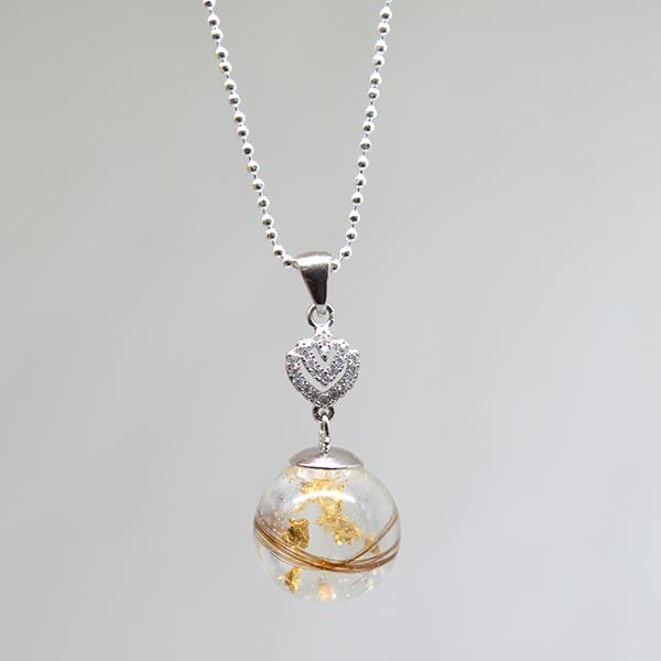 Le-bijou-de-maman-bijoux-de-lait-maternel-collier-femme-bulle-dor-meche