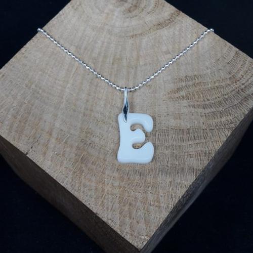 Le-bijou-de-maman-bijoux-de-lait-maternel-collier-femme-lettre