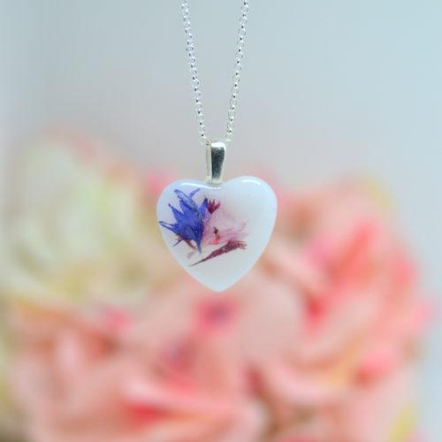 Le-bijou-de-maman-bijou-lait-maternel-collier-rond-mi-fleur