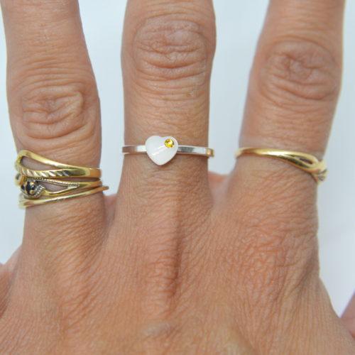 Le-bijou-de-maman-bijoux-de-lait-maternel-bijoux-personnalisables-ma-bague-mini-coeur